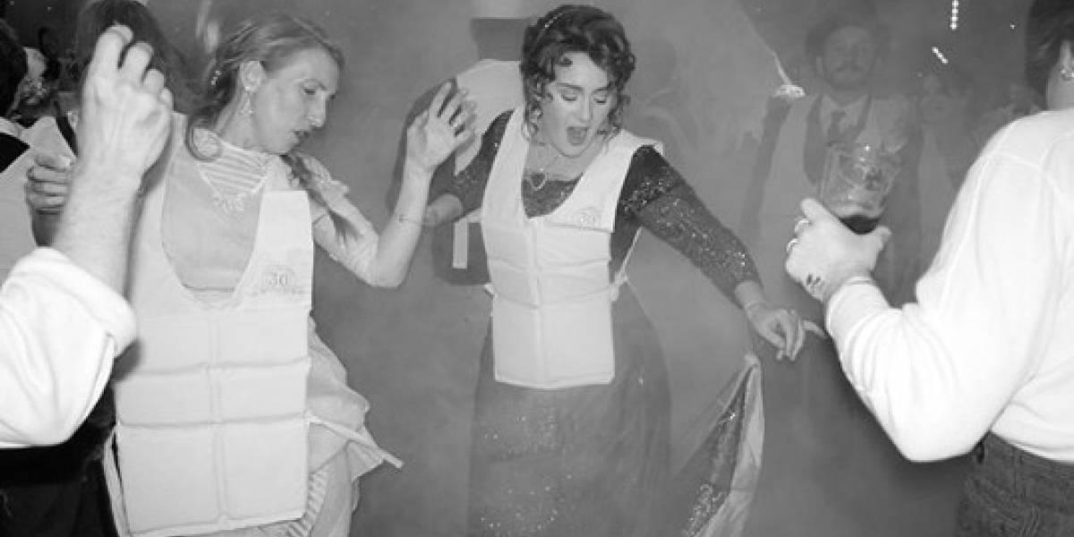 Adele comemora aniversário com festa temática do filme 'Titanic'