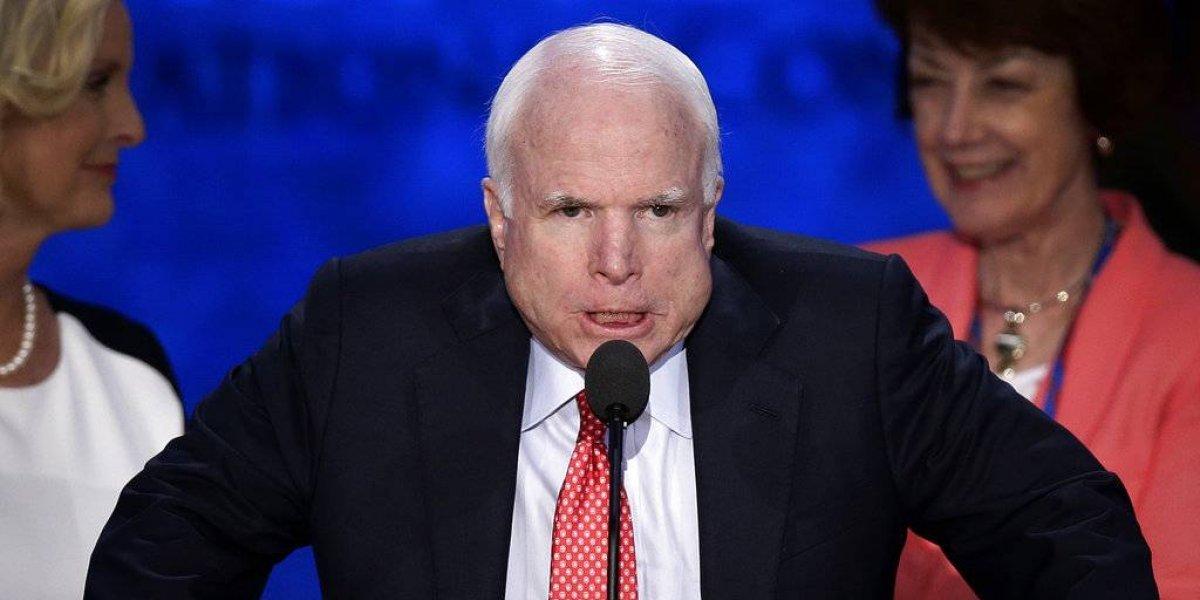 John McCain ya prepara su funeral y Trump no está invitado