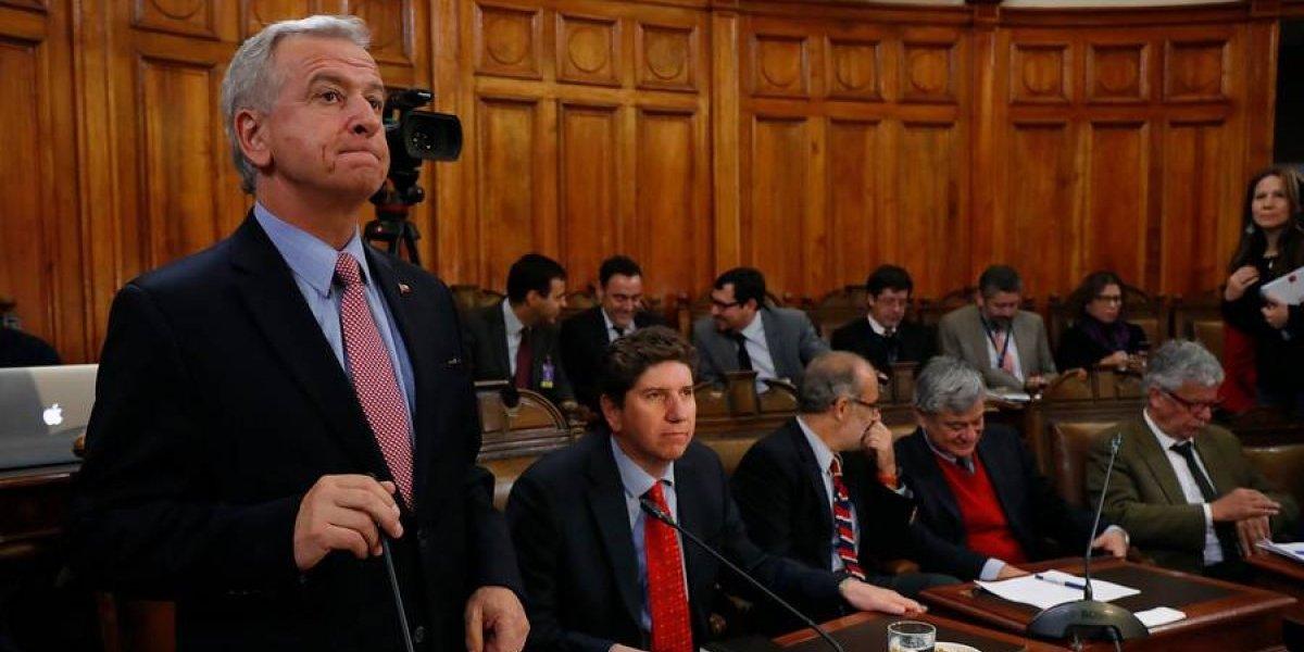 Denuncian viaje de ministro de Hacienda a Harvard con recursos públicos