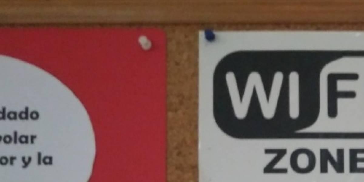 """""""Es la señal de Dios"""": el notable cartel del wifi en un iglesia que causa furor en las redes sociales"""