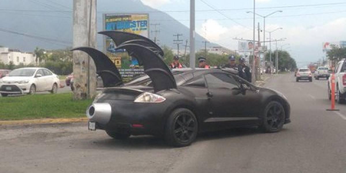 Libra Batimovil multa de tránsito en Monterrey