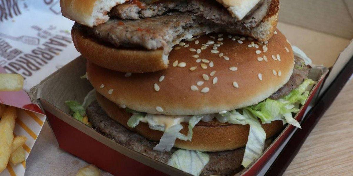 """Y NO tiene sobrepeso: """"héroe local"""" bate récord mundial tras comer su Big Mac número 30 mil"""