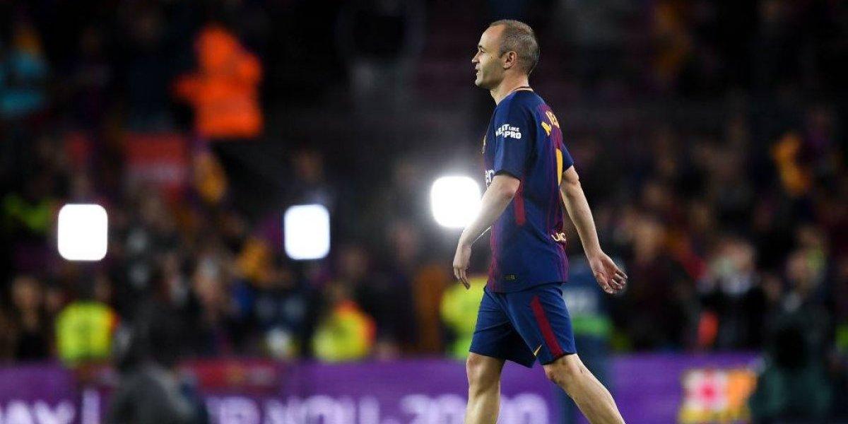 """Iniesta le regaló su camiseta a su """"compi"""" del Real Madrid tras su último derbi"""