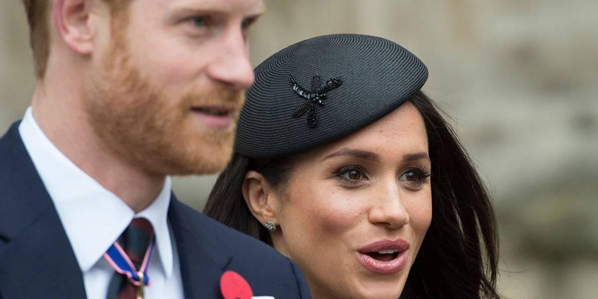Rainha Elizabeth II assina documento que autoriza casamento de Harry e Meghan