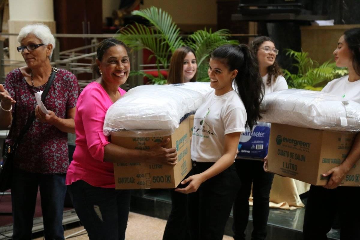 Los integrantes del Coro UPR y Coralia, durante las visitas y actividades que se llevaron a cabo como parte del proyecto Canta y Siembra. / Suministradas