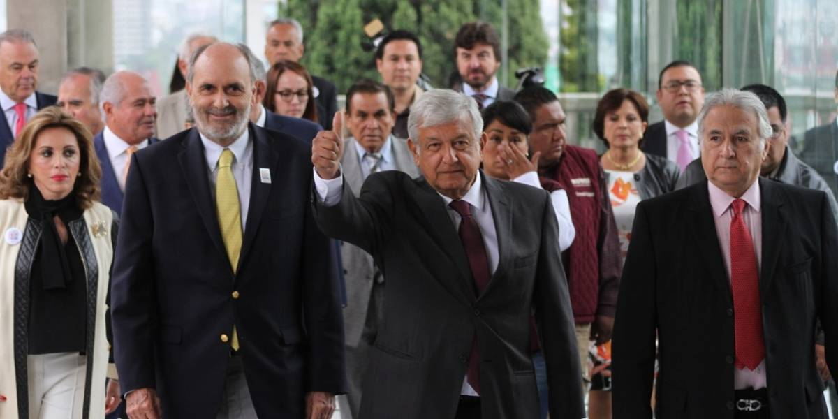 AMLO buscará a Peña para tratar el tema del NAICM, si gana la Presidencia