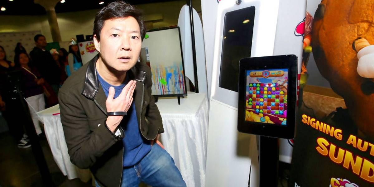 Comediante Ken Jeong relembra tempos de médico e atende fã que teve convulsão