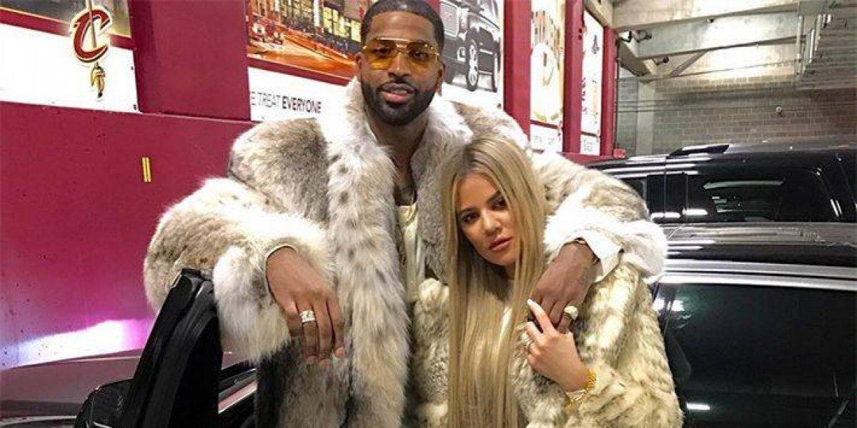 Após traição, Khloé Kardashian apoia Thompson em jogo de basquete