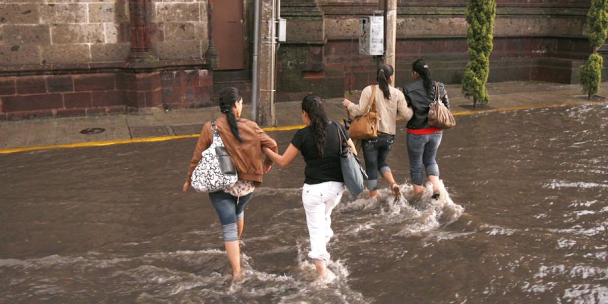 Lluvias continúan en el país por onda tropical 8