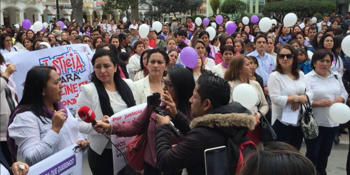 Marcha en Loja por el asesinato de una mujer y su hijo