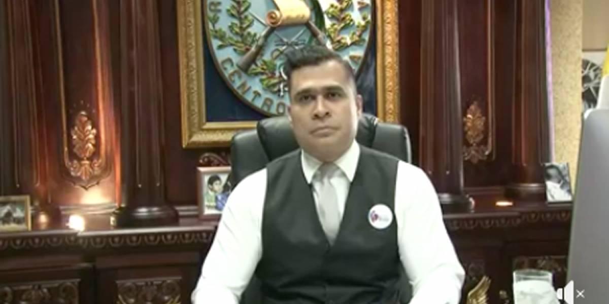 VIDEO. El alcalde Neto Bran entrena boxeo en su despacho