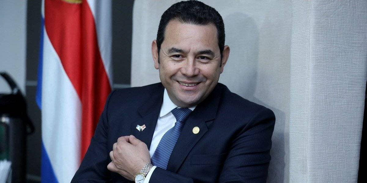 Mandatario Jimmy Morales viaja a Costa Rica para asistir a transmisión de mando presidencial