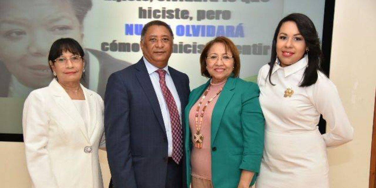 """Programa """"Conexión, La Voz de la Mujer"""", organizó foro"""
