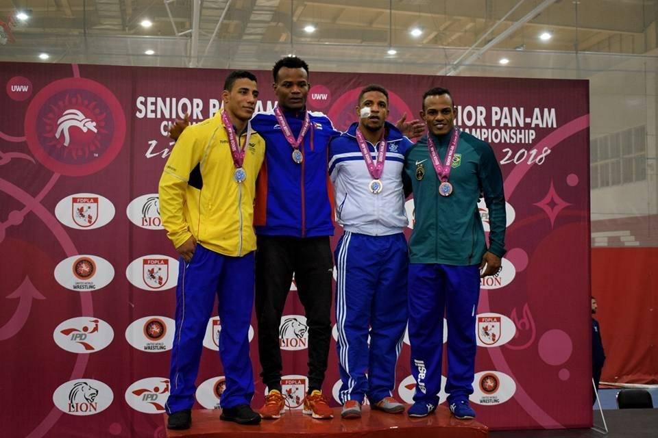 Jiménez en el podio de ganadores.