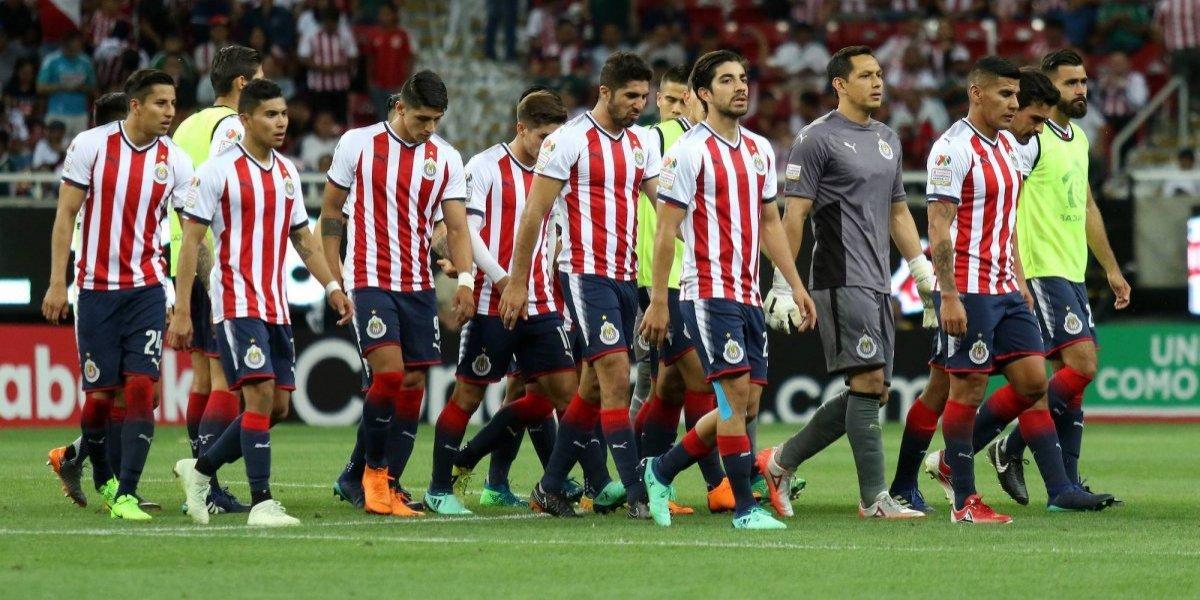 Directiva de Chivas les pone el pie a sus jugadores