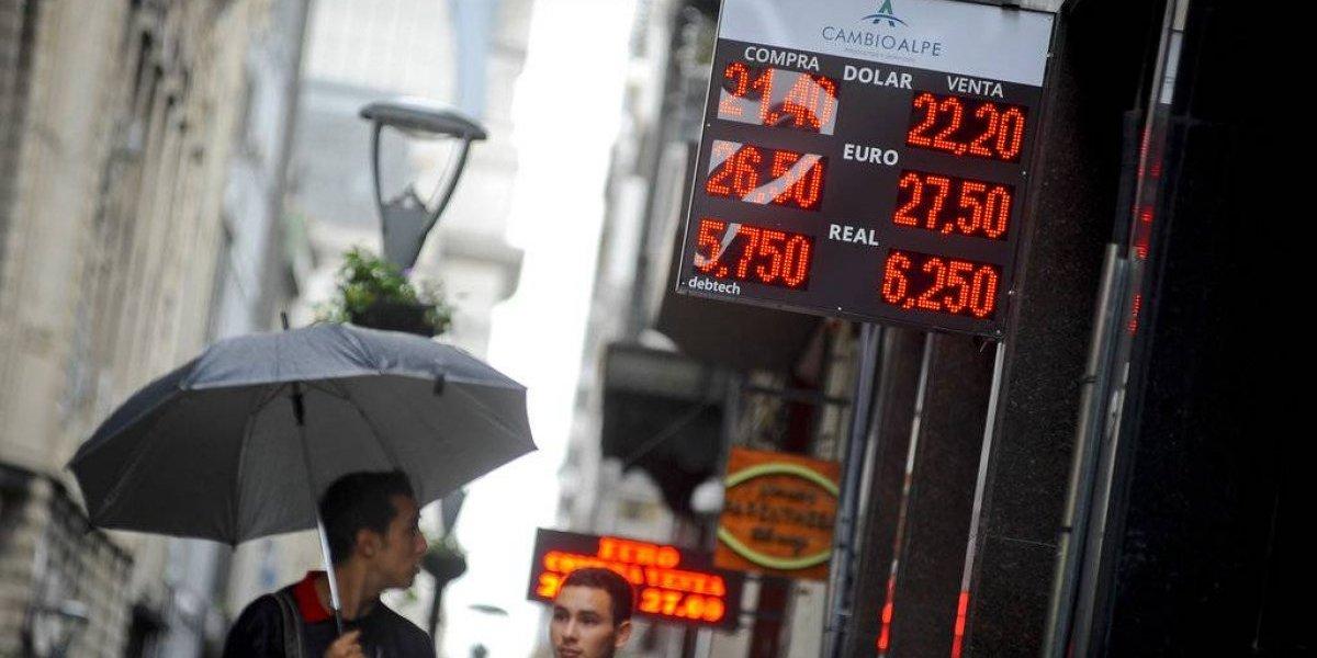 Argentina negocia un rescate financiero del FMI ante derrumbe del peso