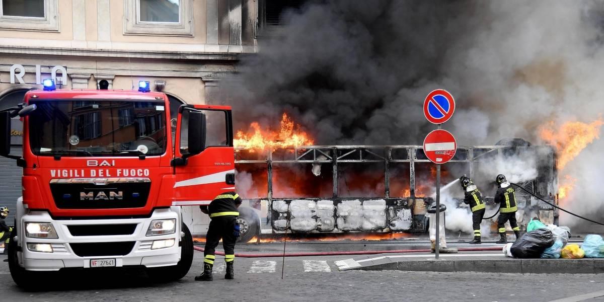 Explota autobús público en centro de Roma