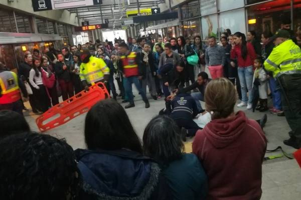 Hombre murió en una estación de TransMilenio
