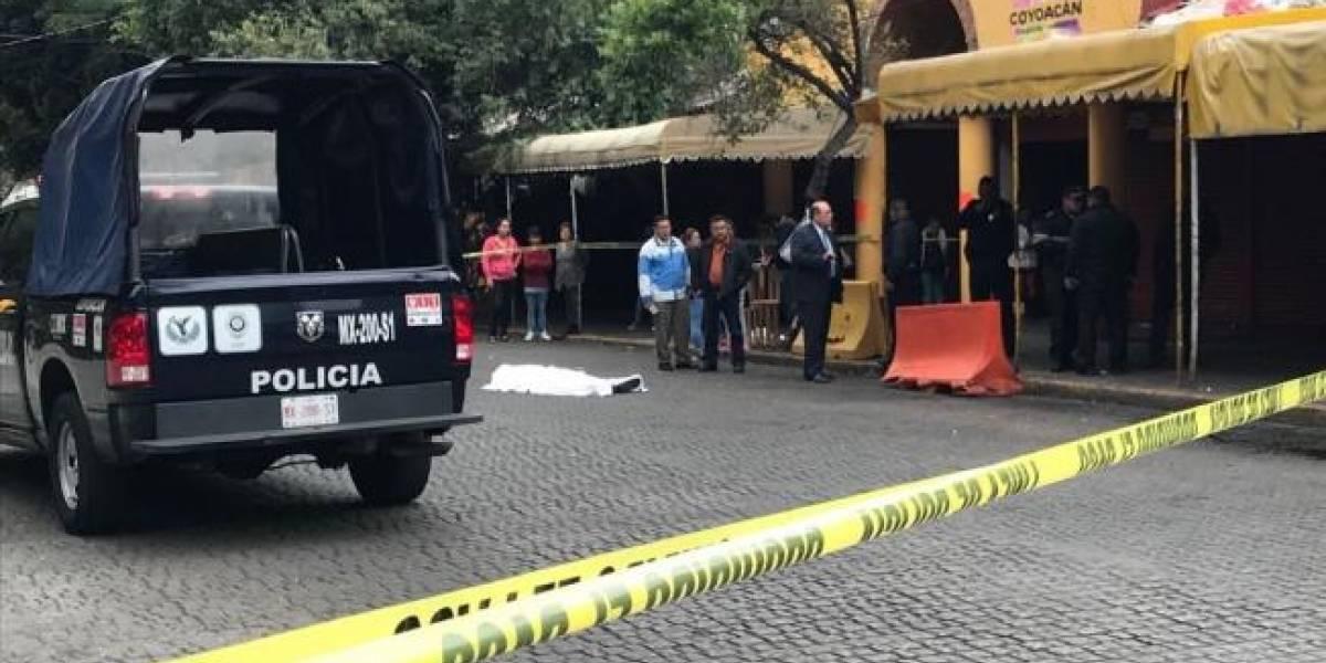 Asesinan a balazos a hombre frente al Mercado de Coyoacán