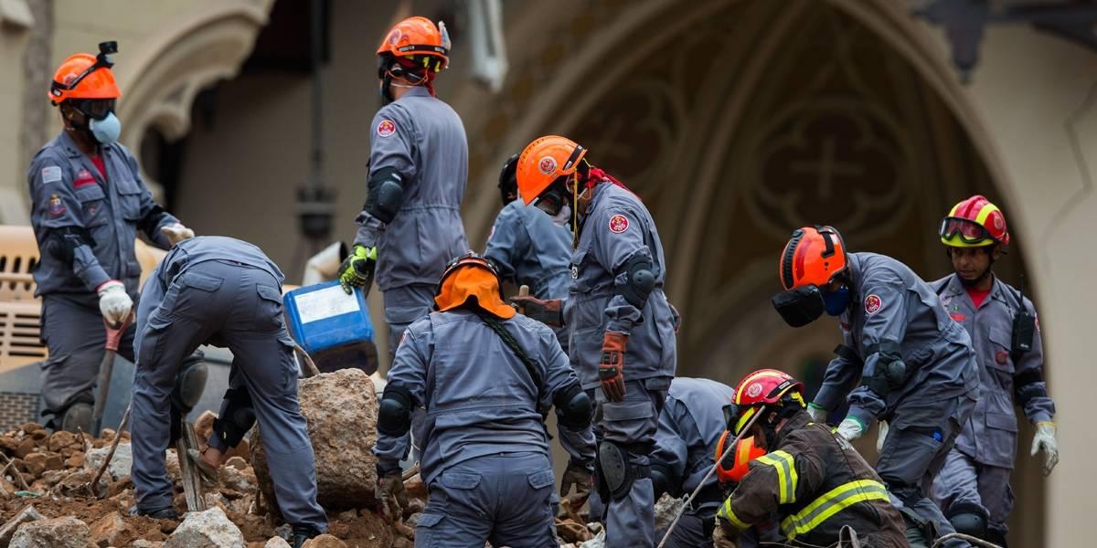 Trabalho dos bombeiros em prédio que desabou deve terminar neste domingo