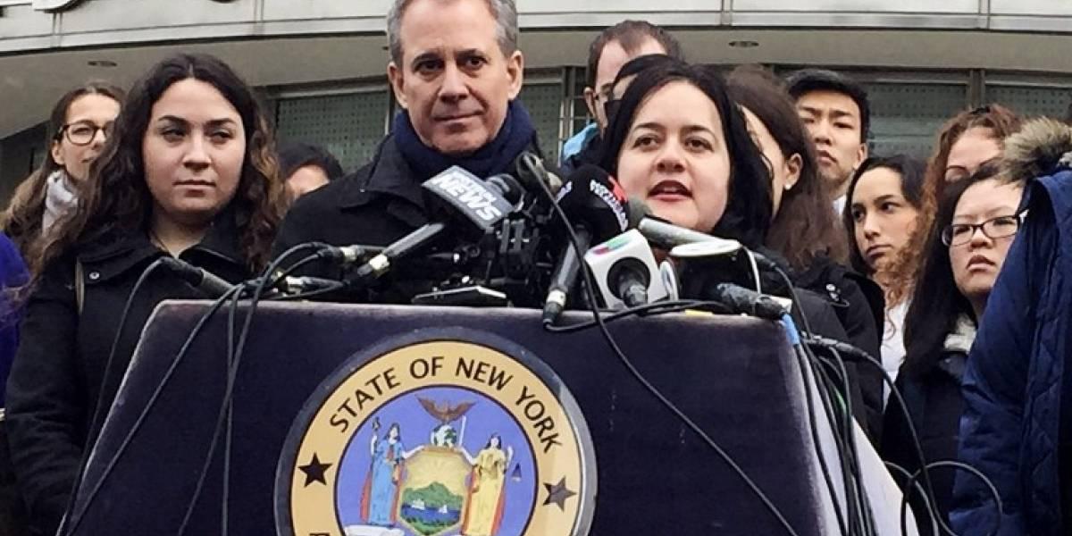 Renuncia el fiscal general de Nueva York, acusado de violencia contra mujeres