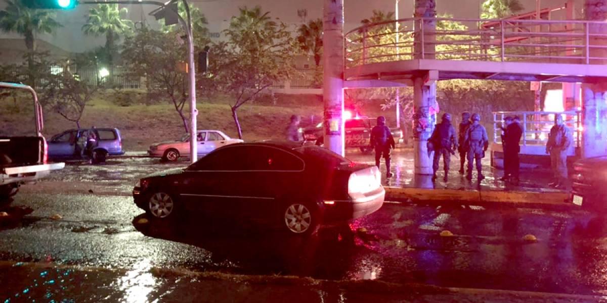Confiscan fusiles de asalto tras persecución en Periférico