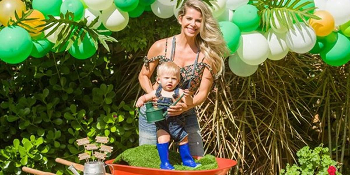 Karina Bacchi  faz 'mesversário' para o filho Enrico; veja fotos