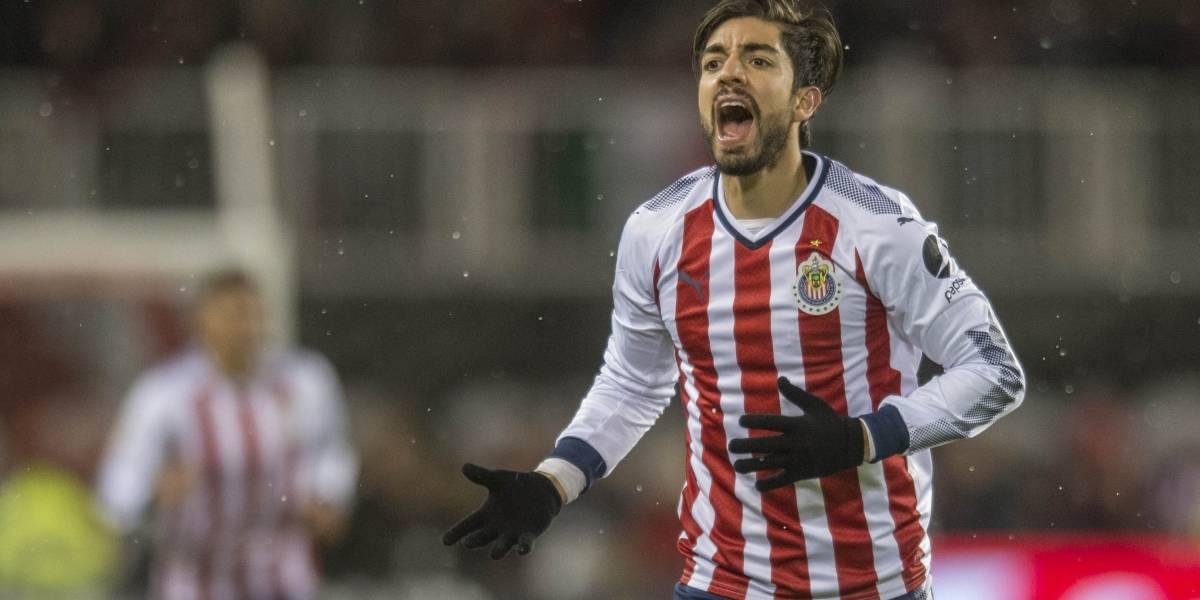 Aficionados de Chivas atacan a Vergara por posible salida de Pizarro