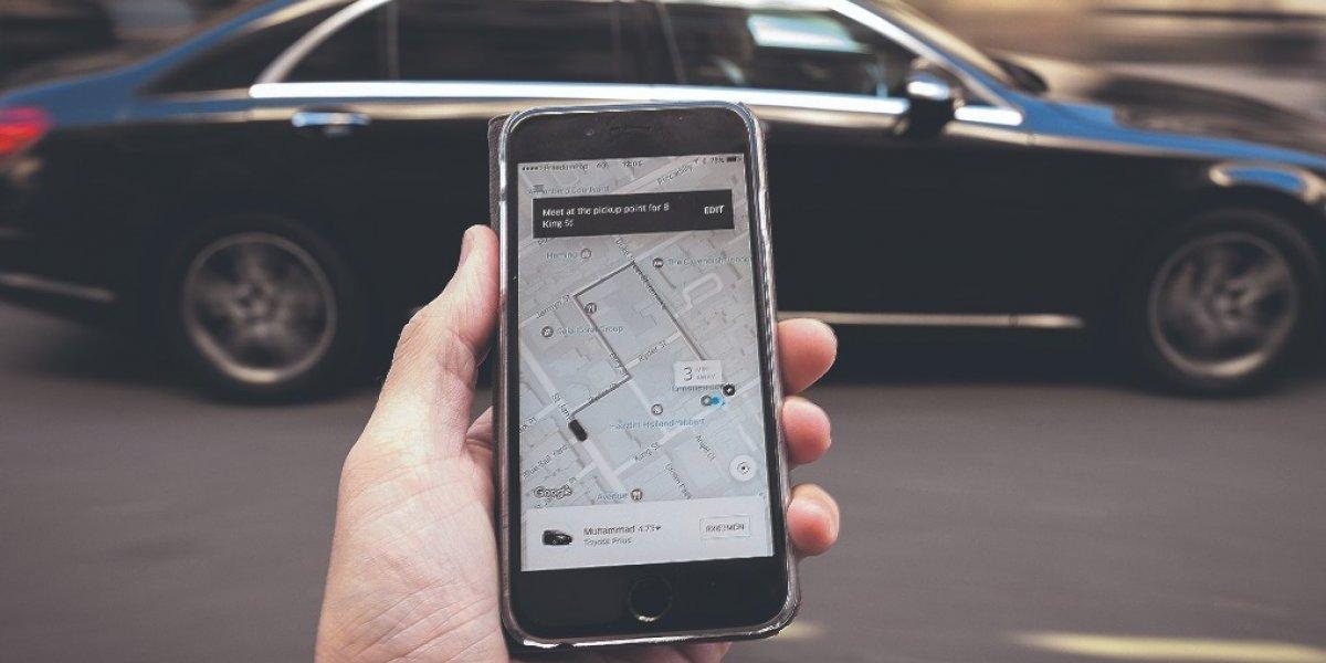 Uber asegura que comenzará a recoger en el aeropuerto antes de que termine el año