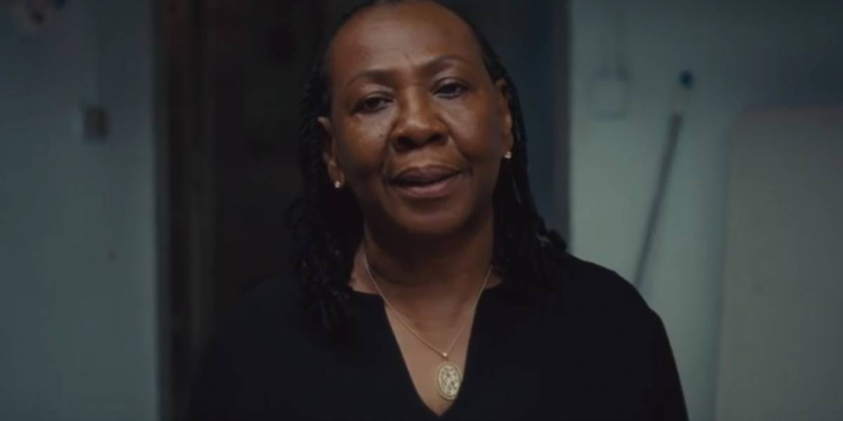 O amor me deu coragem, diz mãe de Jay-Z sobre letra da música Smile