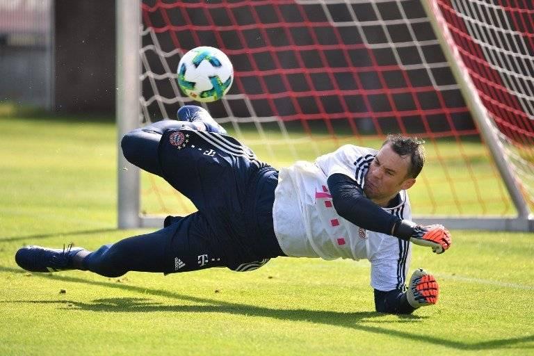 Manuel Neuer en un entreno con el Bayern