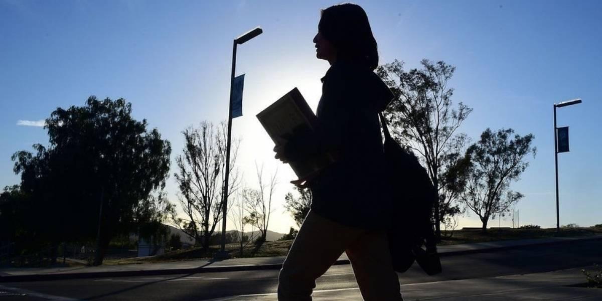 Milhares de estudantes universitários nos EUA passam fome e não têm onde dormir, revela pesquisa