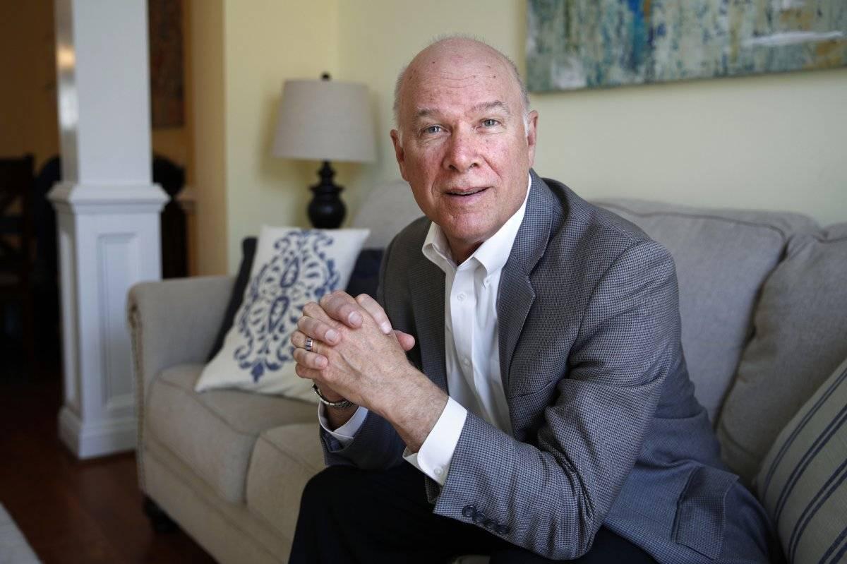 Steve Vernon, investigador del Centro Stanford sobre Longevidad, fotografiado en su casa de Falls Church, Virginia, el 13 de abril del 2018. Un estudio de Stanford llegó a la conclusión de que los estadounidenses deben hacer todo lo posible por esperar ha