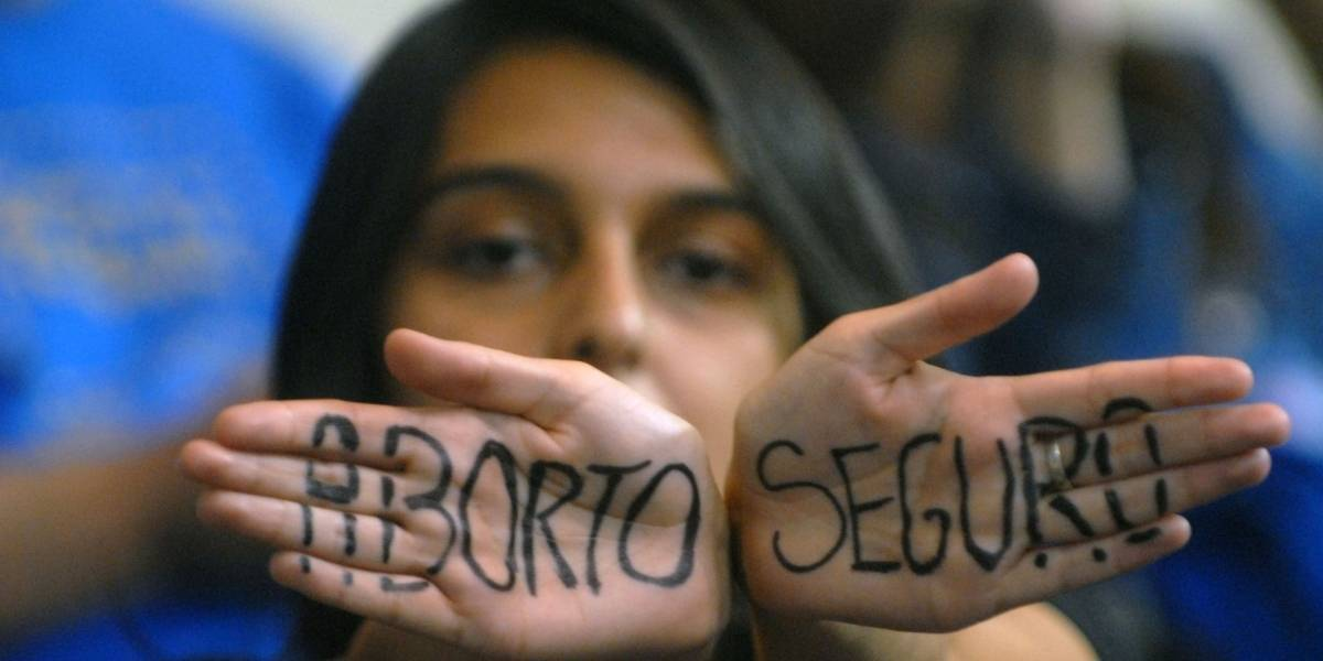 Contraloría rechaza protocolo de objeción de conciencia de ley de aborto: no se ajusta a derecho