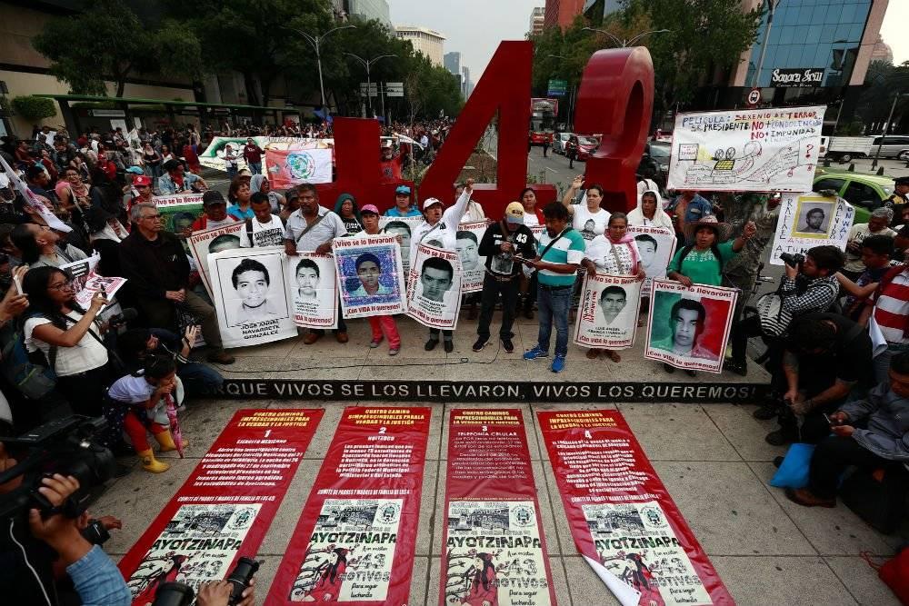 Marcha por los 43 jóvenes desaparecidos de Ayotzinapa realizada el jueves 26 de abril de 2018, en la CDMX, a 43 meses del ataque de la noche del 26 de septiembre de 2014. Foto: EFE