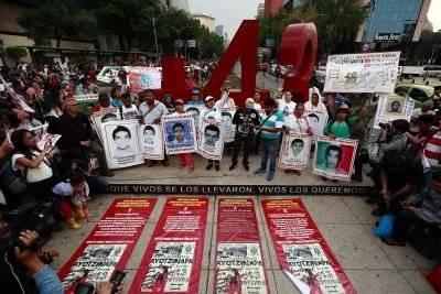 Marcha realizada por los 43 jóvenes desaparecidos de Ayotzinapa, realizada el jueves 26 de abril de 2018, en la CDMX, a 43 meses del ataque de la noche del 26 de septiembre de 2014. Foto: EFE