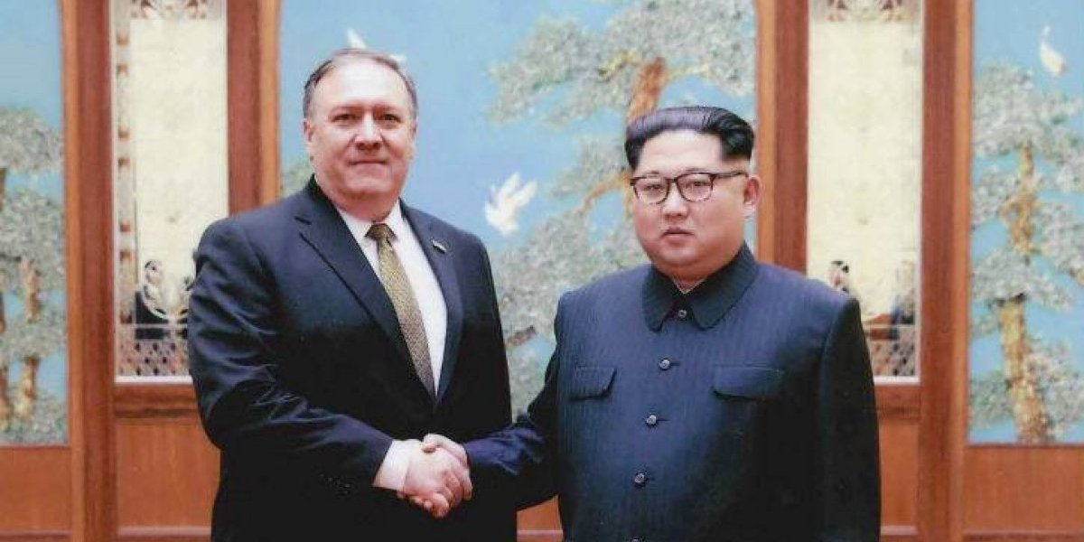 """""""Continúa la buena onda de Kim Jong-un"""": Pompeo regresa de Corea del Norte con tres detenidos estadounidenses"""