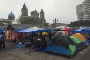manifestación de maestros en la plaza de la Constitución