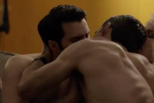 escena gay en El señor de los cielos