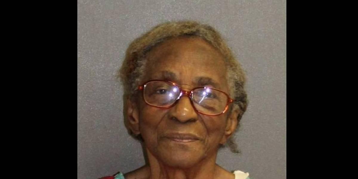 Arrestan a abuela por pegarle con una chancleta a su nieta