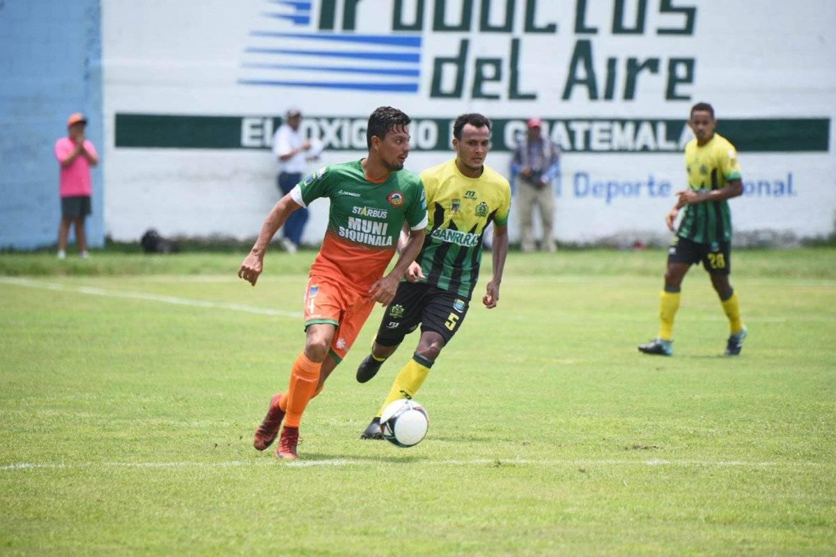 Una acción del empate entre Siquinalá y Guastatoya