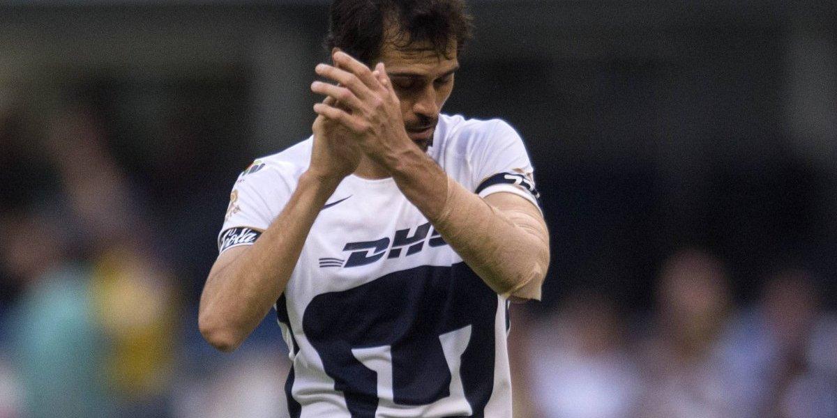 Arribas, multado económicamente tras 'pintar dedo' a afición de Pumas