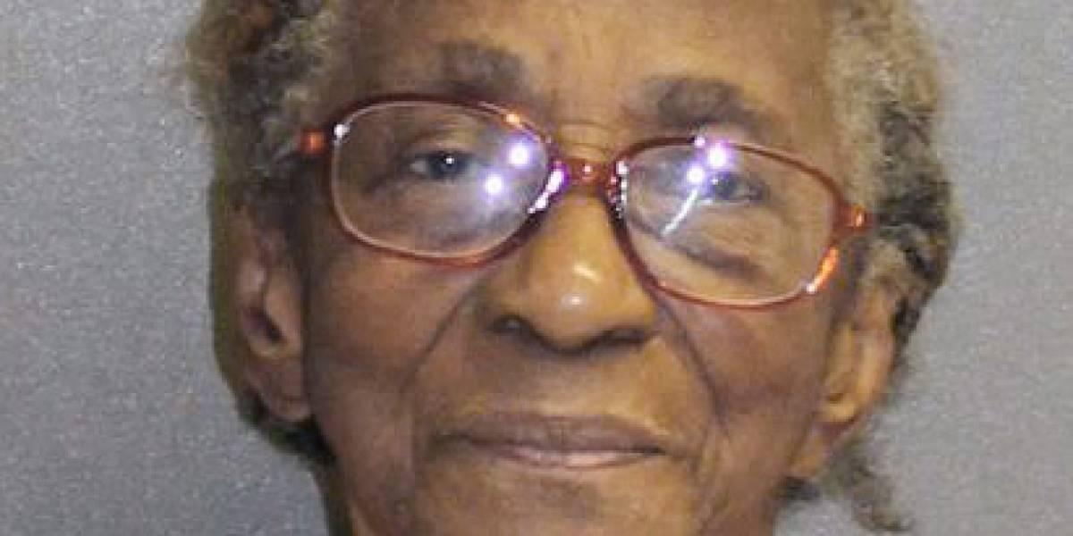 """Tras las rejas quedó abuela de 96 años por pegarle con """"una chancla"""" a su nieta de 46"""