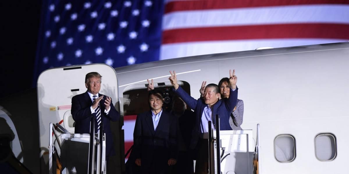 Trump recibe a los estadounidenses liberados por Corea del Norte tras nuevo gesto de Kim Jong-un con la Casa Blanca