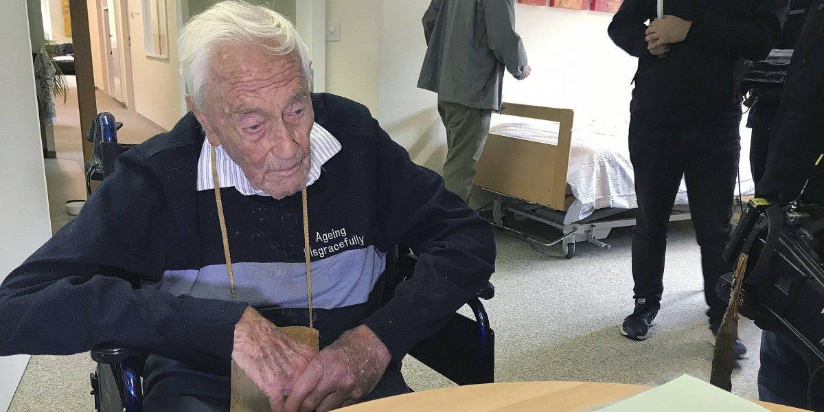 Muere el científico de 104 años que viajó a Suiza para someterse a eutanasia