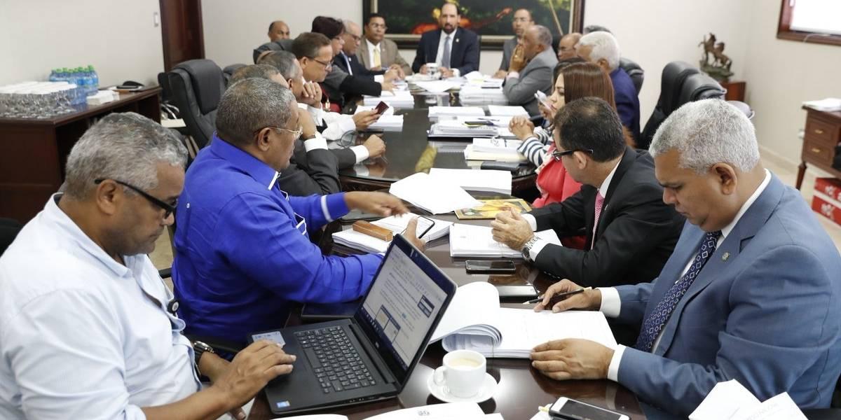 Comisión especial de diputados inicia conocimiento proyecto Ley de Partidos
