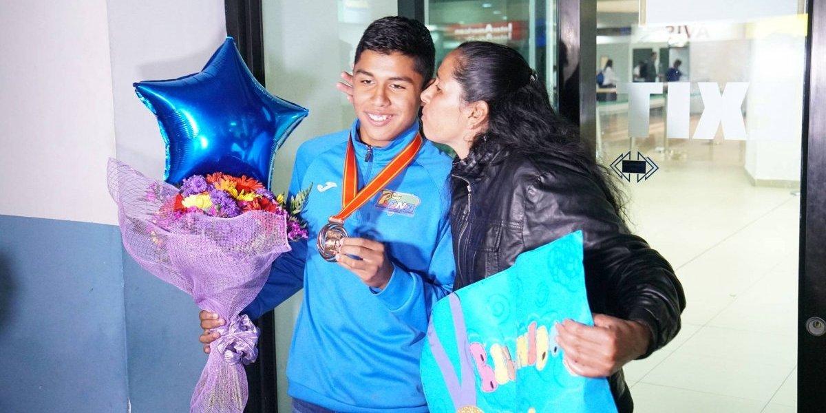 José Eduardo Ortiz regresa con un bronce en el cuello y como un héroe