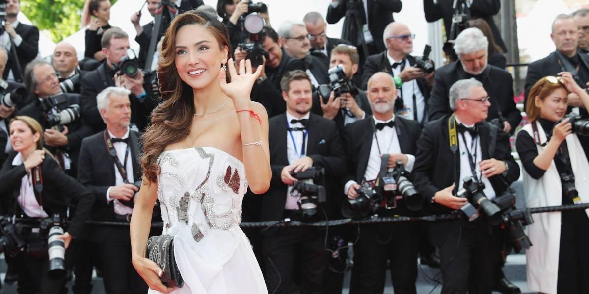 Actriz mexicana muestra, sin querer, un seno en alfombra roja de Cannes