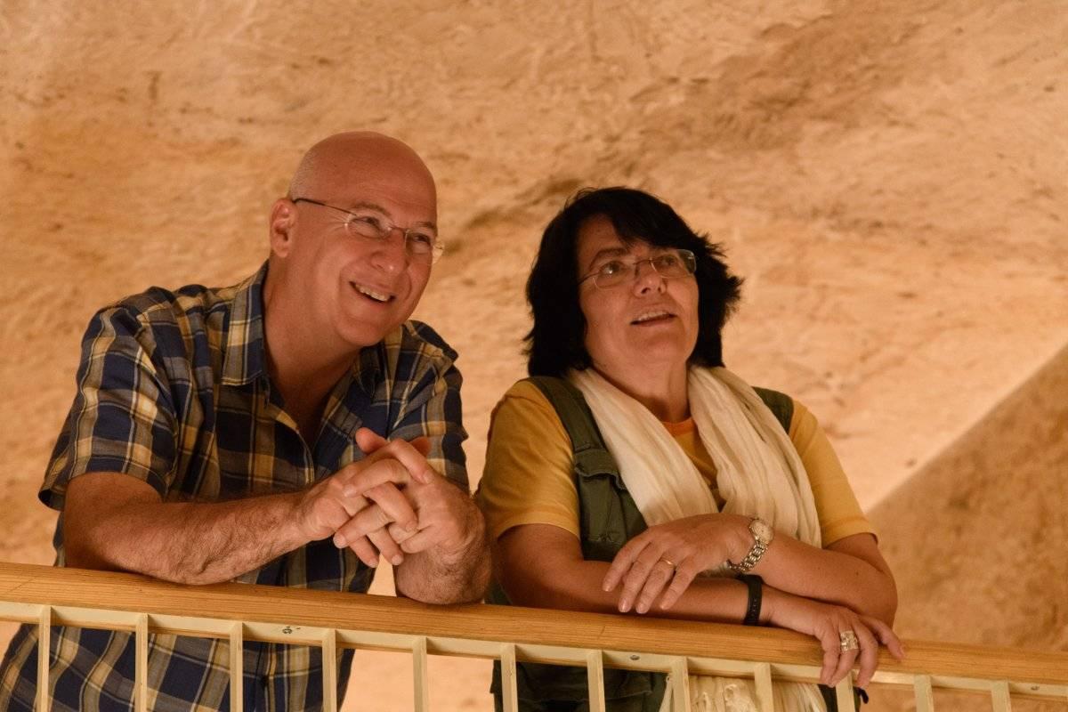 Dr. Francesco Porcelli junto con la Dra. Giuseppina Capriotti, Directora del Centro Arqueológico Italiano en El Cairo, dentro de la tumba de Tutankamon