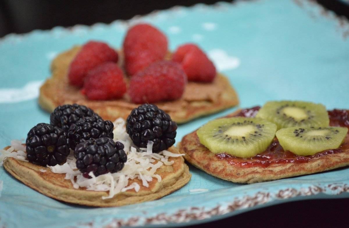 Con toppings como: fresa y piña, fresa y kiwi, mantequilla de almendra y arándanos, coco, guineo y semillas de chía, así como coco y arándanos. (Foto por Perla Alessandra Hernández)